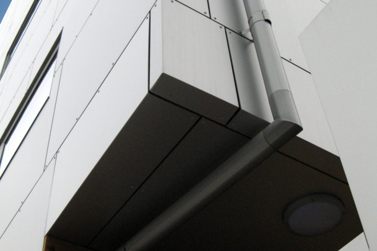 001-building-trekantsgrund-copenhagen-dinamarca-larson-pvdf-sunrise-silver-metallic